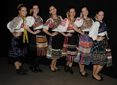 slovak-dancers
